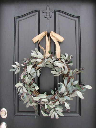 Decoración navideña entrada corona vegetal