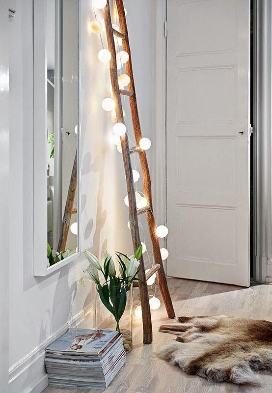 Decoración navideña escalera con luces