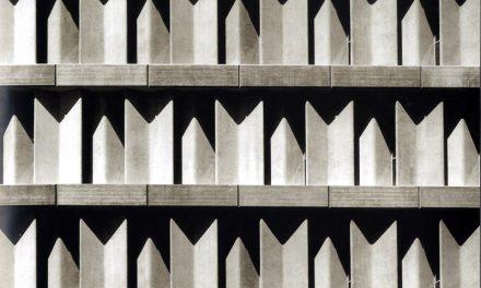 Fachada de edificio IBM Madrid. Fisac.